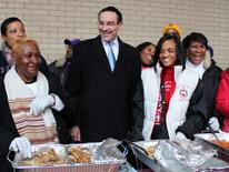 Mayor Gray with volunteers